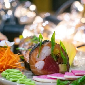 sashimi roll sake maguro