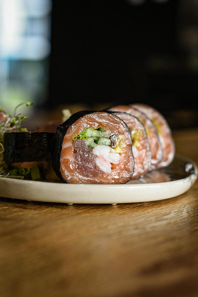 sashimi roll złososiem oraztuńczykiem